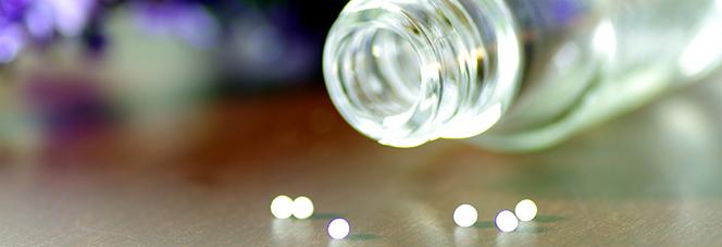 Homöopathische Globuli und Fläschchen